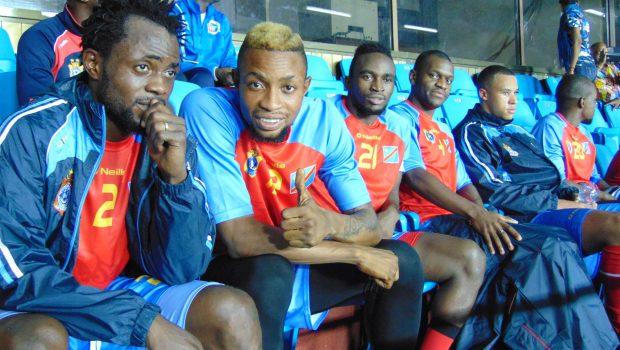 L'équipe de réserve dans les tribunes du stade des Martyrs dans la soirée du match test des Léopards contre l'AS V.Club (2-2)