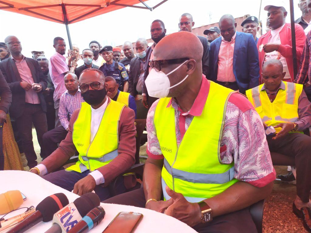 Omari-Matubuana face à la presse